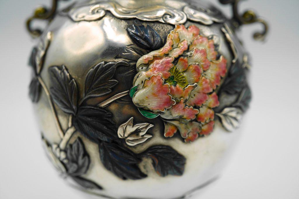 根本製純銀七宝牡丹図花瓶図柄拡大その2