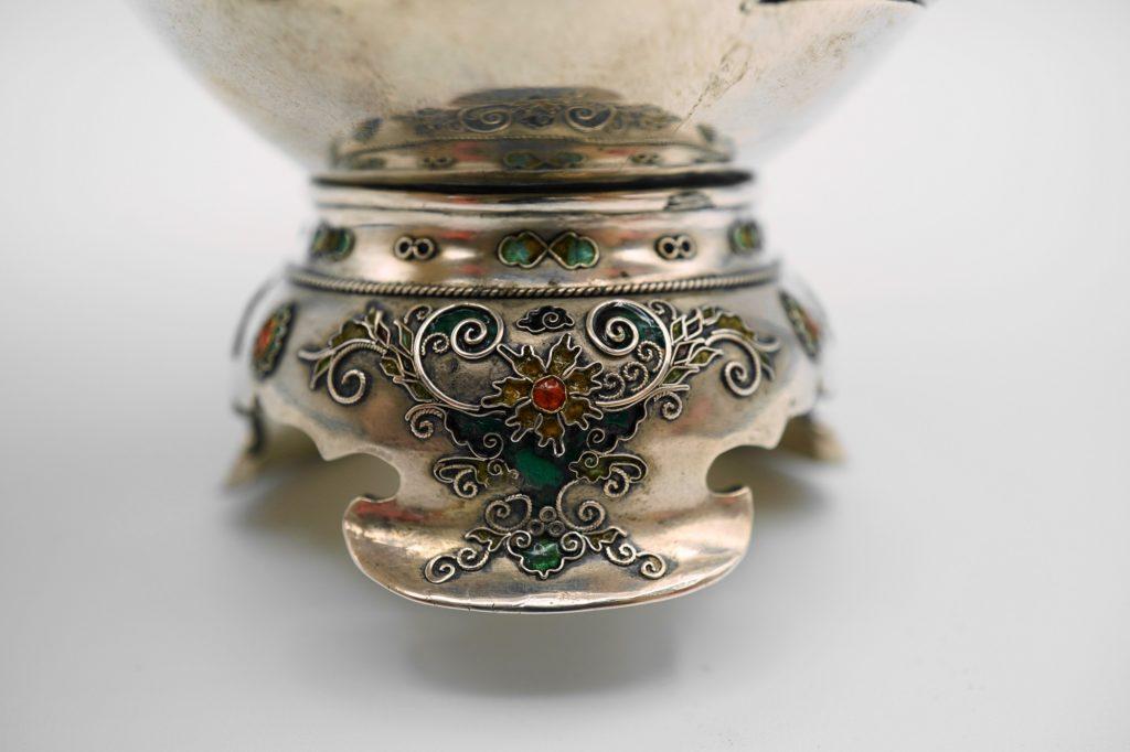 根本製純銀七宝牡丹図花瓶下部拡大その1