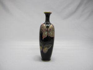 三蝶図 四方花瓶 正面