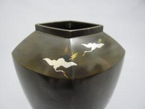 黒田 象嵌鶴鶯図花瓶 裏面上部