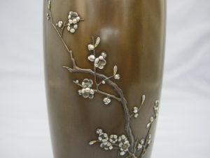 象嵌梅花樹図花瓶中央