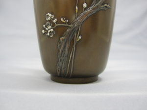 象嵌梅花樹図花瓶下部