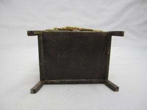 鉄地象嵌鐔尽くし図笈形箱底面