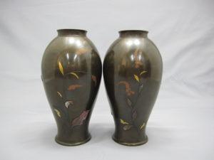 象嵌 金銀草花図花瓶 一対 裏面