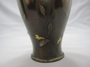 象嵌 金銀草花図花瓶 一対 その2裏面下部