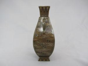 銅 象嵌 四方龍耳花瓶側面