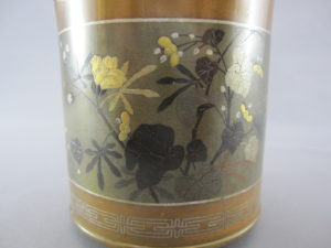 能川製 銅・四分一象嵌 花蝶図香炉(その1)図柄拡大