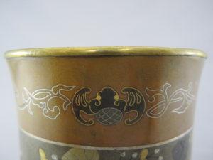 能川製 銅・四分一象嵌 花蝶図香炉 上部拡大