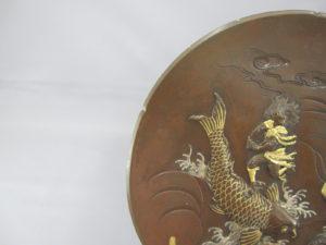 宮部篤良 象嵌 琴高仙人図飾皿 図柄拡大1