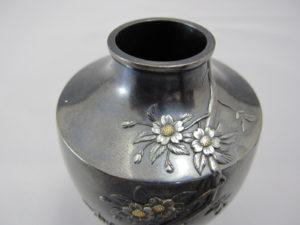 能川製赤銅地桜花図蓋付小壷 上部