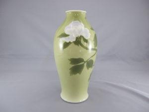 初代 真葛香山 釉可下彩牡丹図花瓶 三面
