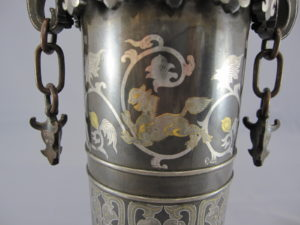 金澤銅器会社製 象嵌 双耳花瓶図柄