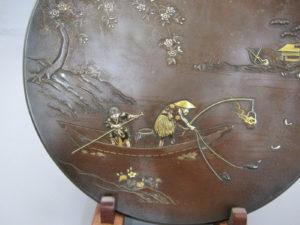 能川製 象嵌鵜飼い図飾皿下部