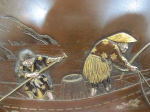 能川製 象嵌鵜飼い図飾皿鵜飼図拡大