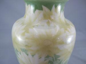 初代真葛香山 釉下彩 菊花図花瓶上部拡大