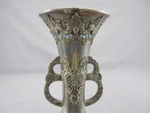 銀七宝象嵌鴛鴦図双耳花瓶上部