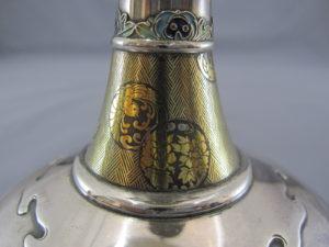 銀七宝象嵌鴛鴦図双耳花瓶中部