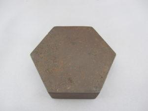 鉄地象嵌猩々図六角飾箱底面
