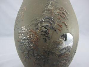 能川製 象嵌月下に松林図花瓶図柄拡大
