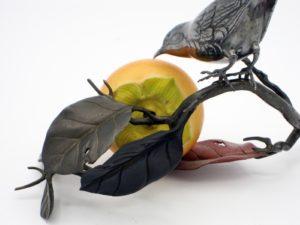 柿と小禽 置物 拡大その1