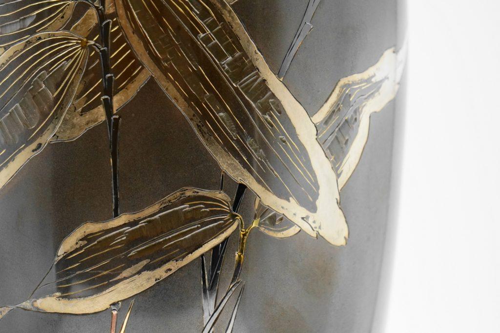 四分一地象嵌 笹に鶺鴒図花瓶 笹拡大