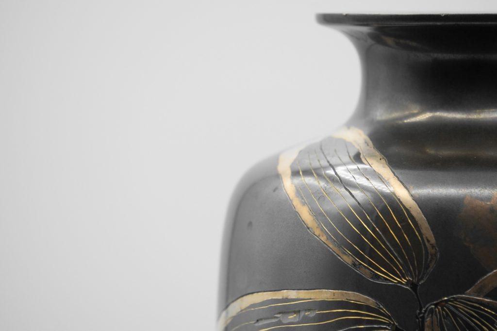 四分一地象嵌 笹に鶺鴒図花瓶 上部